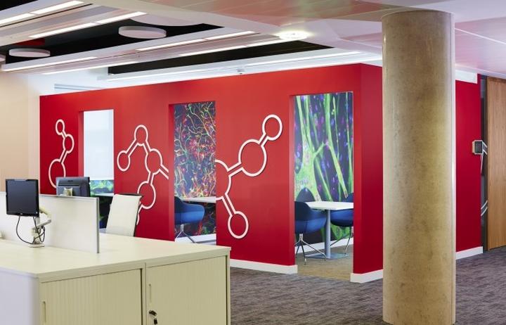 Красные стены в штаб-квартире
