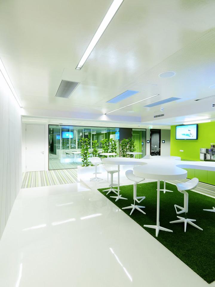 Смелый и красочный дизайн офиса Microsoft Customer Center в Хартфорде, Коннектикут