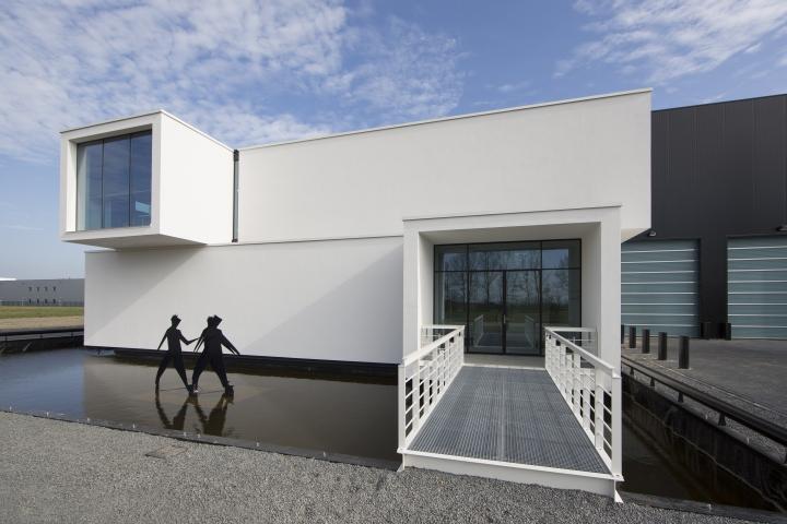 Индустриальный стиль в дизайне современного офиса компании Sanibell