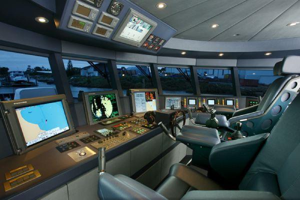 Моторная яхта Ermis2: капитанская рубка
