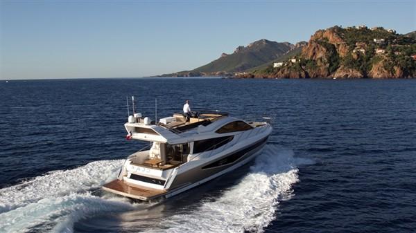 Просторная и комфортная моторная яхта Galeon 550 Fly