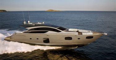 Скромная моторная яхта среднего класса PERSHING 82