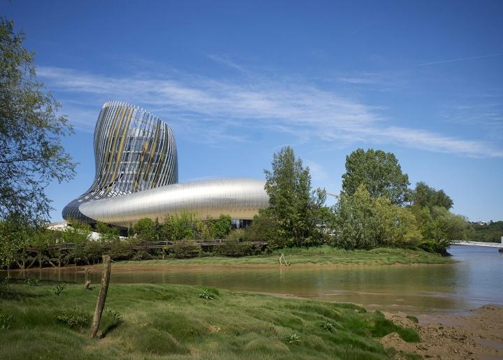 Музей вина: округлая структура здания