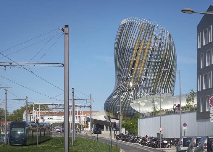Музей вина: изогнутый фасад - фото 3
