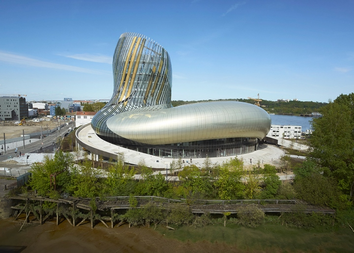 Музей вина: изогнутый фасад - фото 4