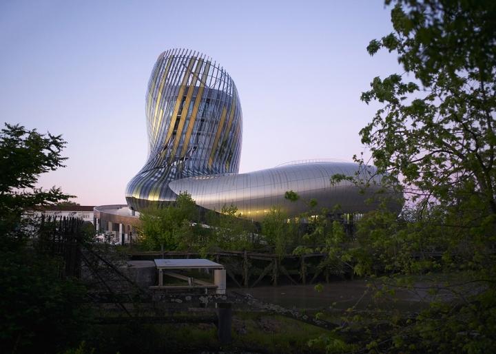 Музей вина: изогнутый фасад - фото 7