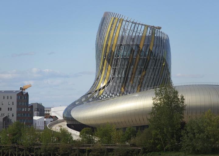 Музей вина: изогнутый фасад - фото 11