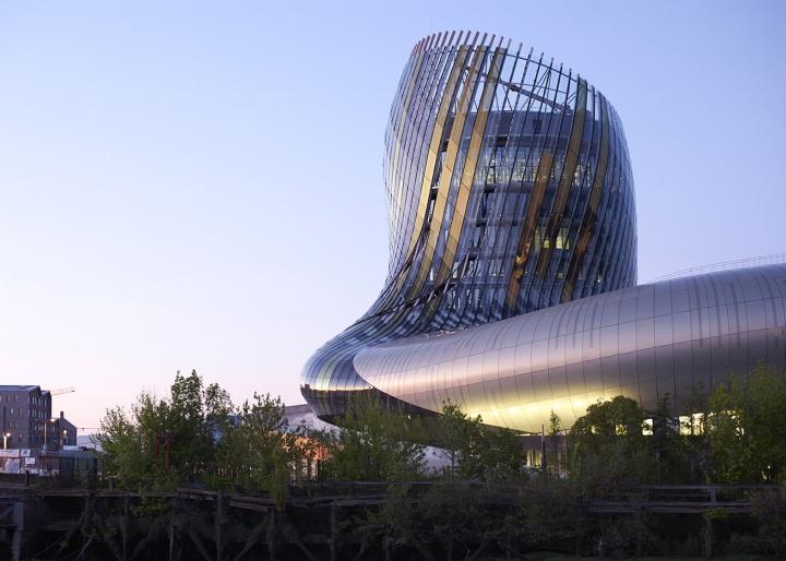 Музей вина: изогнутый фасад - фото 15
