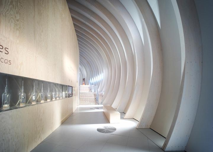 Музей вина: белый цвет интерьера