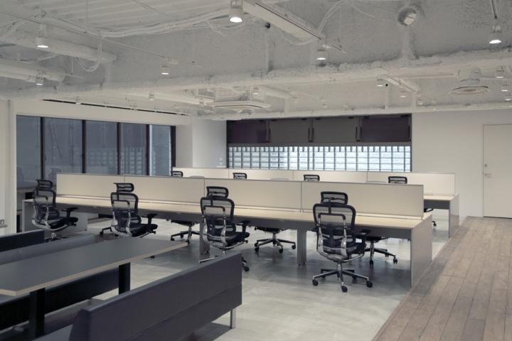 Бетонный потолок в штаб-квартире
