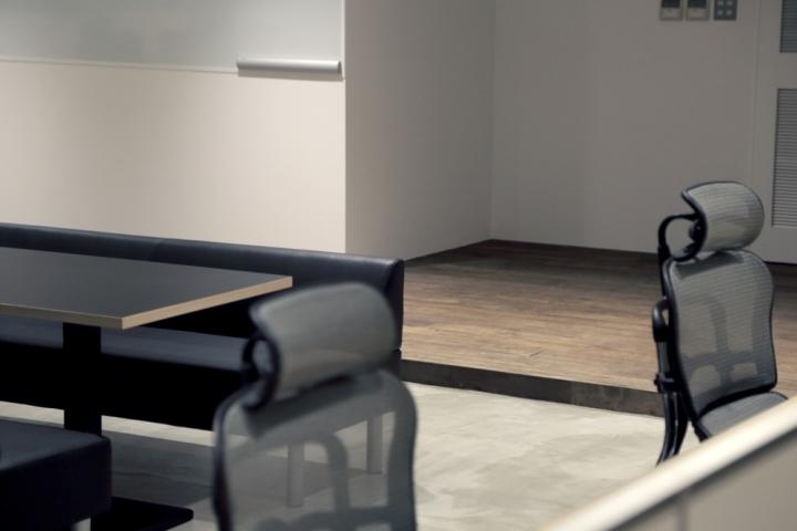 Пол из дерева в штаб-квартире