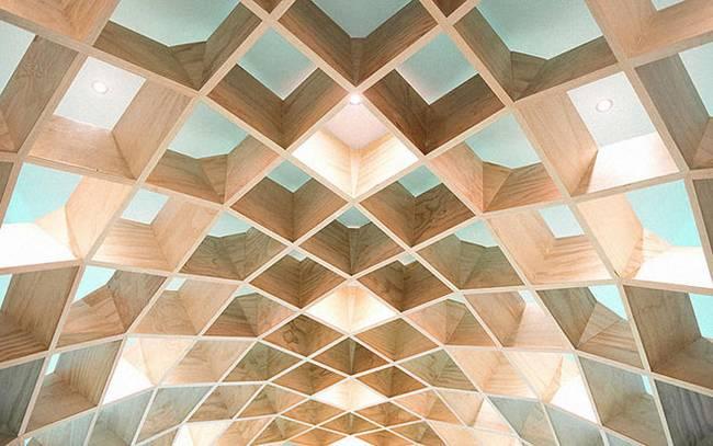 Необычная библиотека: ромбовидный потолок