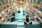 Необычная библиотека с интересным оформление стен