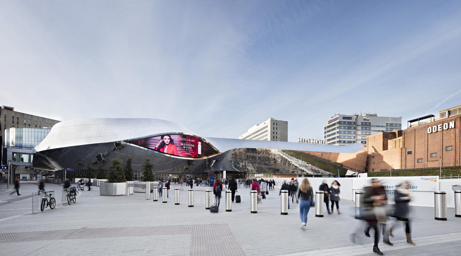 Металлическая отделка фасада здания вокзала - Фото 1