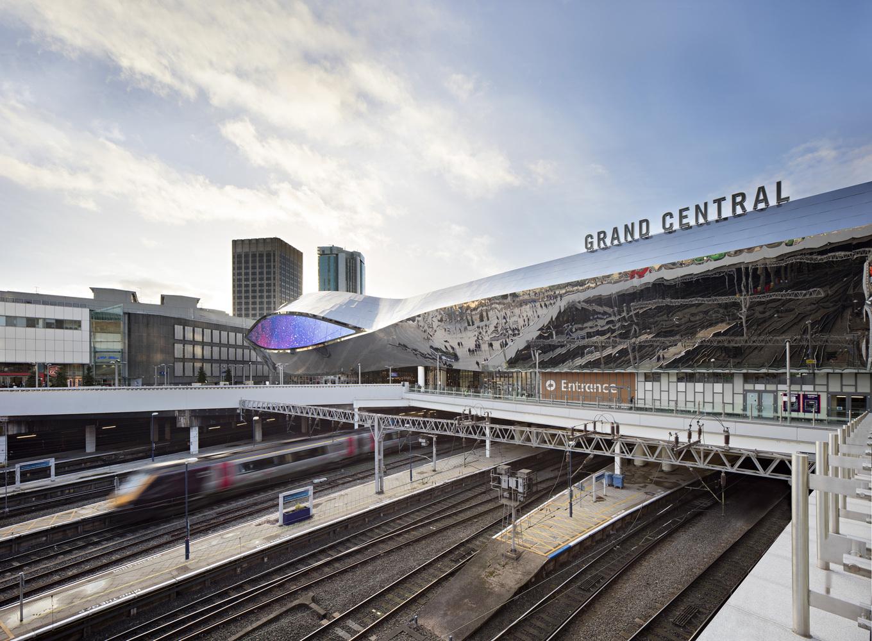 Необычное дизайнерское решение в оформлении железнодорожной станции