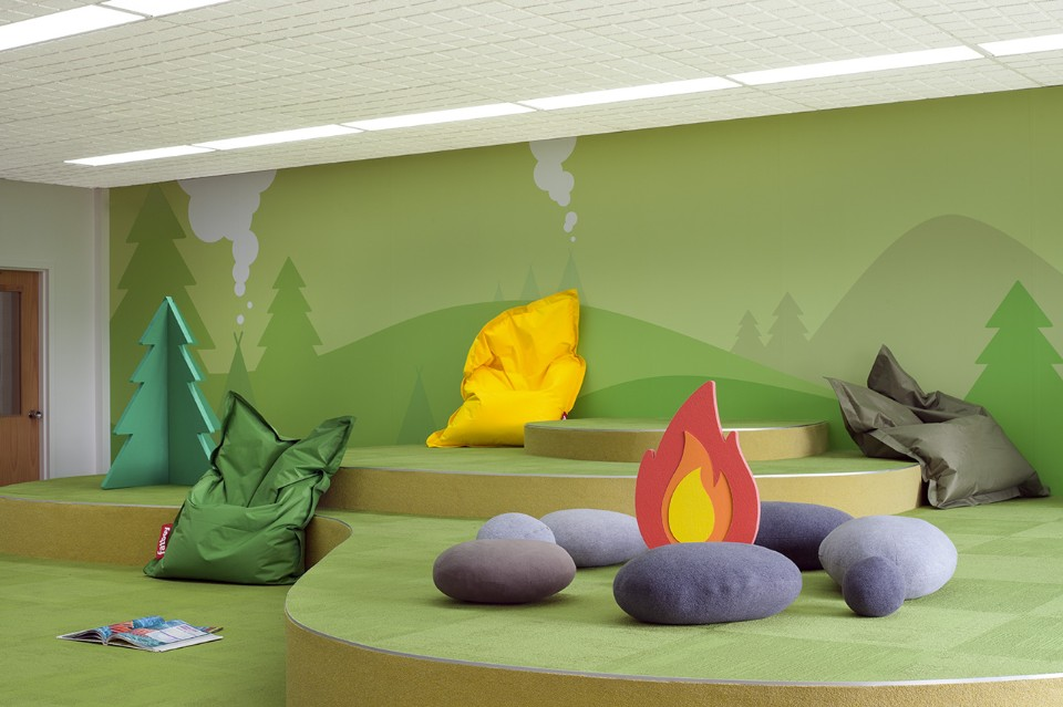 Необычный интерьер школы: яркая роспись стен