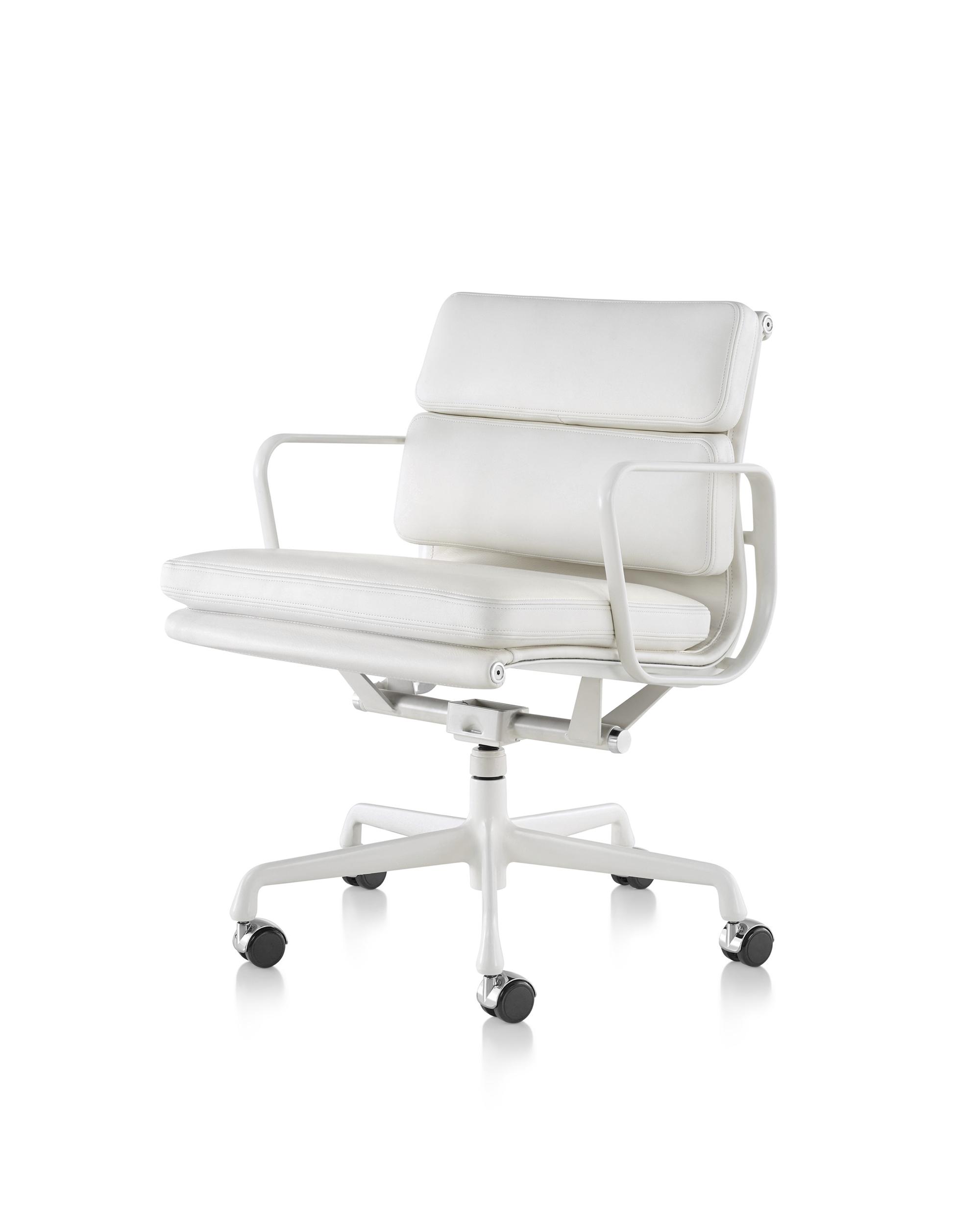 Стулья для офиса, фото модели Eames. Фото 2