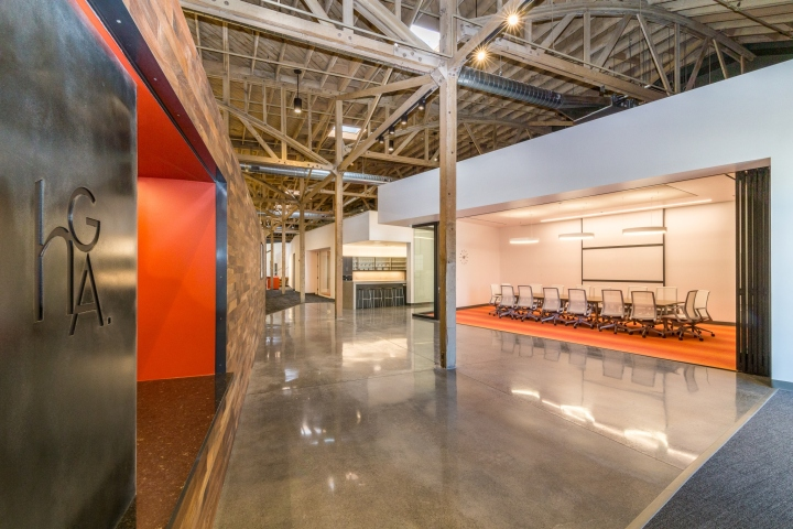 Неординарный интерьер и декор калифорнийского офиса от HGA