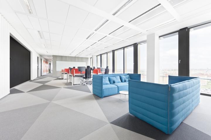 Интересный интерьер и декор офиса: яркое оформление открытого пространства