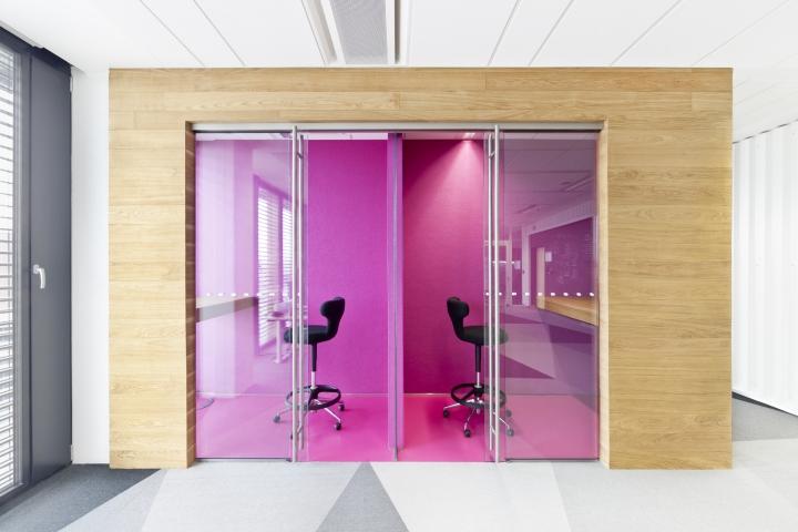 Интересный интерьер и декор офиса: небольшие зоны для индивидуальной работы