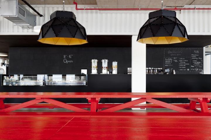 Интересный интерьер и декор офиса: яркий буфет