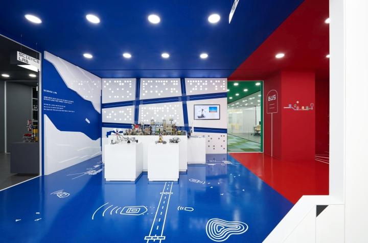 Обучающая комната выполнена в синем цвете