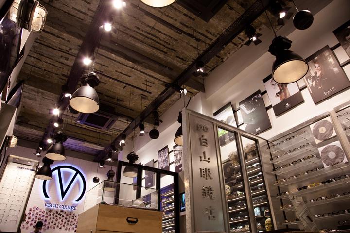 Новый магазин оптики Visual Culture Optical с высокими потолками