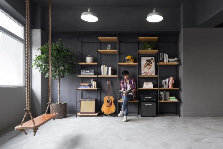 Обустройство рабочего кабинета в офисе в стиле минимализм