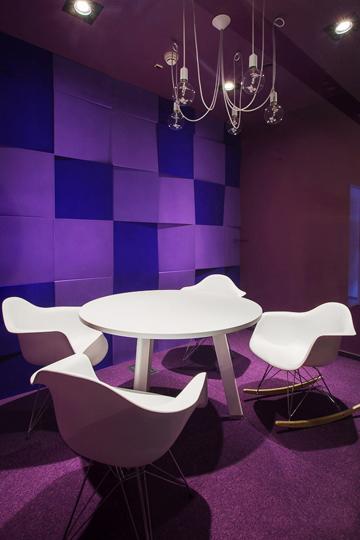 Дизайнерские кресла в переговорной