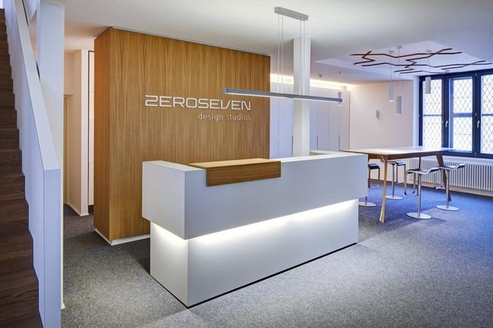 Дизайн ресепшена в офисе дизайнерской студии