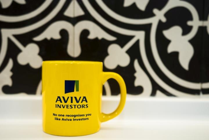Чашка с фирменным логотипом компании
