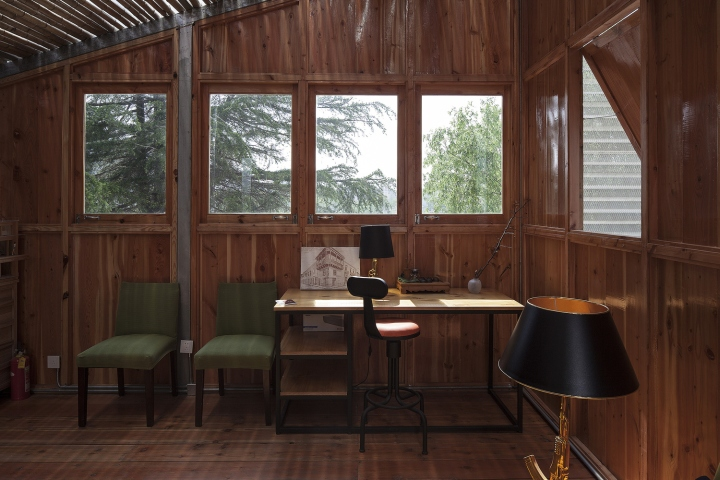 Офис для ателье в Шанхае: деревянная отделка