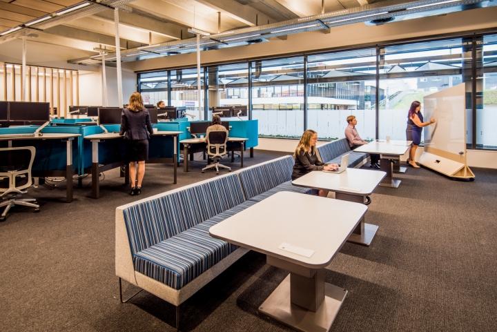Офис для совместной работы компании Trustpower - мягкие диванчики