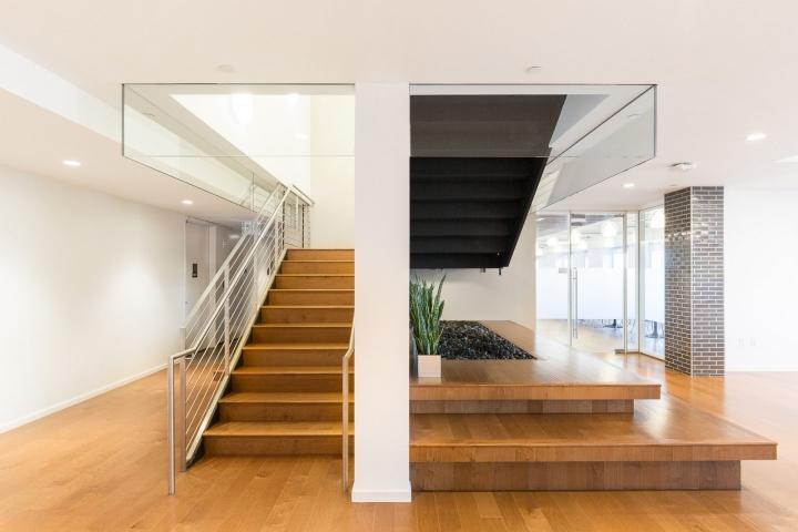 Офис издательства Macmillan, Нью-Йорк - лестница, ведущая наверх