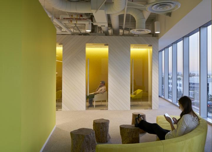 Красивый интерьер офиса компании Neustar