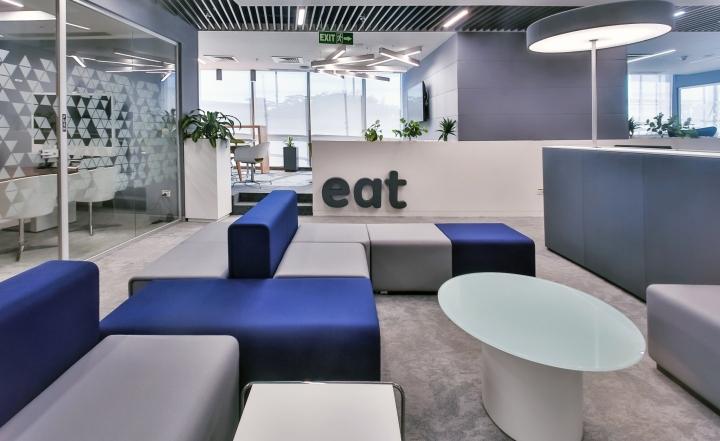 Грамотно спланированные зоны в офисе с красивым интерьером