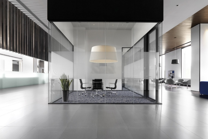 Офис с красивым интерьером в Шанхае, Китай: дизайн комнаты переговоров