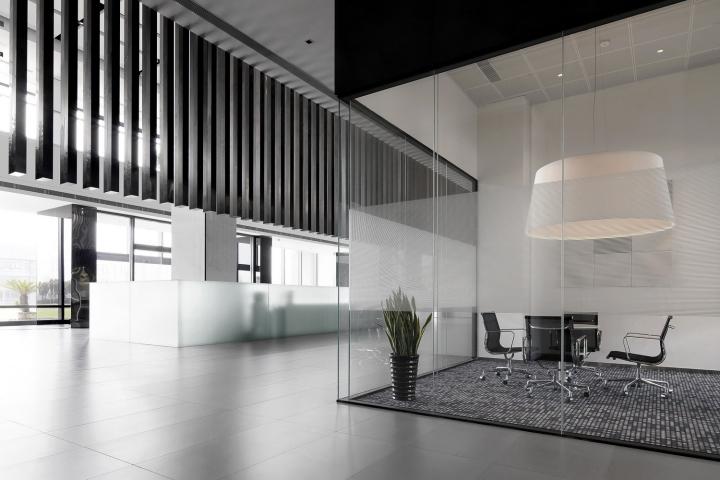 Офис с красивым интерьером в Шанхае, Китай: стекло в интерьере