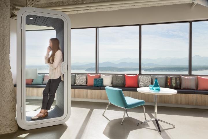 Офис в небоскрёбе в США - звуконепроницаемая кабинка для телефонных звонков
