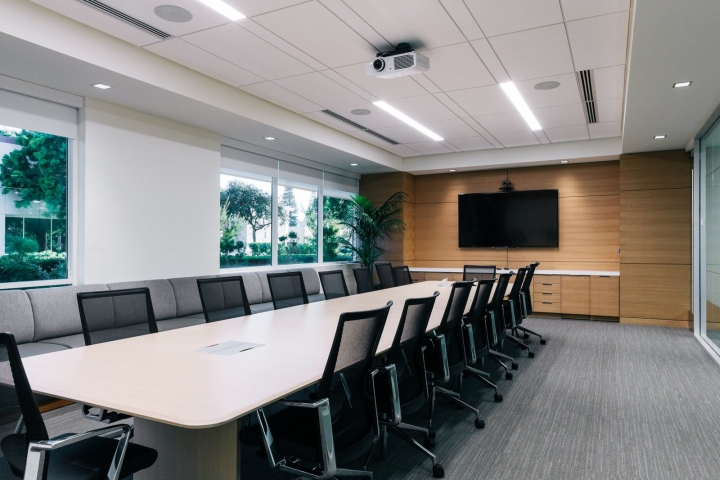 Офис в светлых тонах от Studio G Architects - конференц-зал