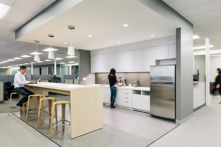 Офис в светлых тонах от Studio G Architects - кафе-бар
