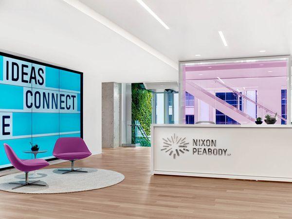 Офис юридической фирмы: просторное светлое пространство