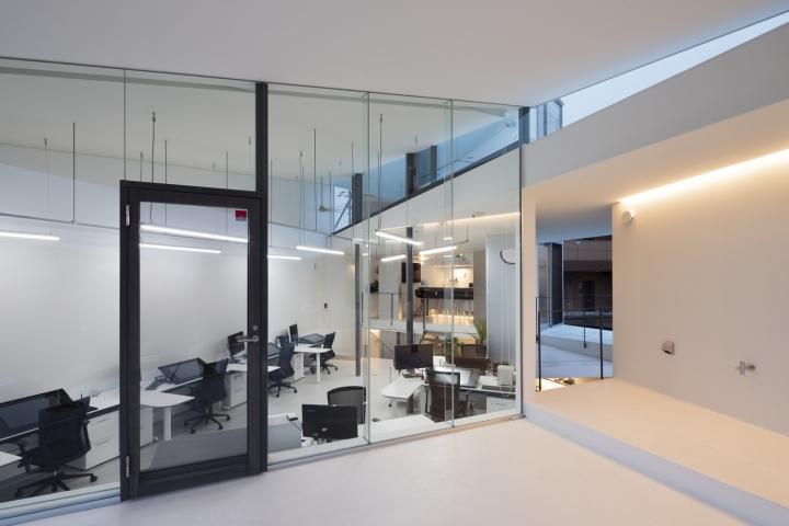 Светодиодная подсветка в дизайне офиса