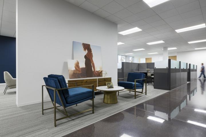 Офисный дизайн наполнен светом и воздухом