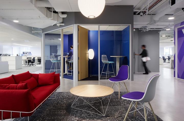 Офисный интерьер в Чикаго, Иллиноис: закрытые рабочие зоны
