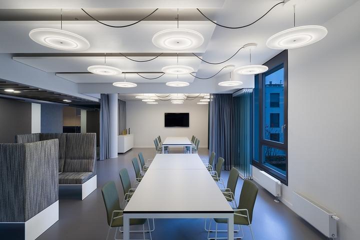 Офисный интерьер от Ippolito Fleitz Group в Германии: стол-кухня: интерьер офисов Phoenix Design. Фото 3