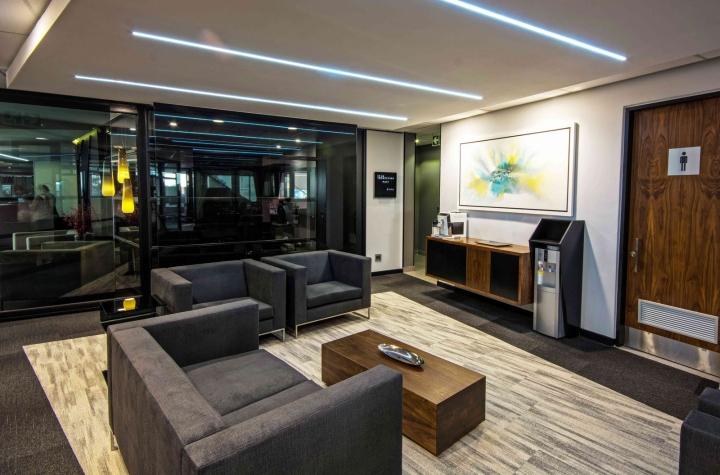 Офисы с красивым интерьером из ЮАР: использование базовых оттенков