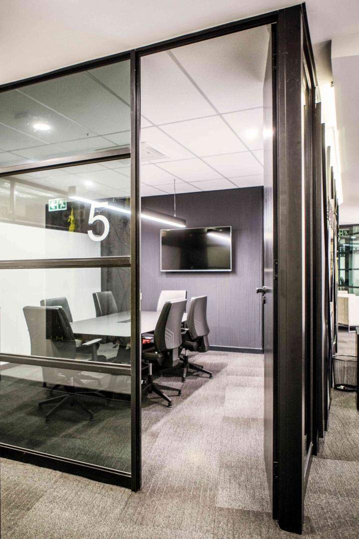Офисы с красивым интерьером из ЮАР: зал для переговоров