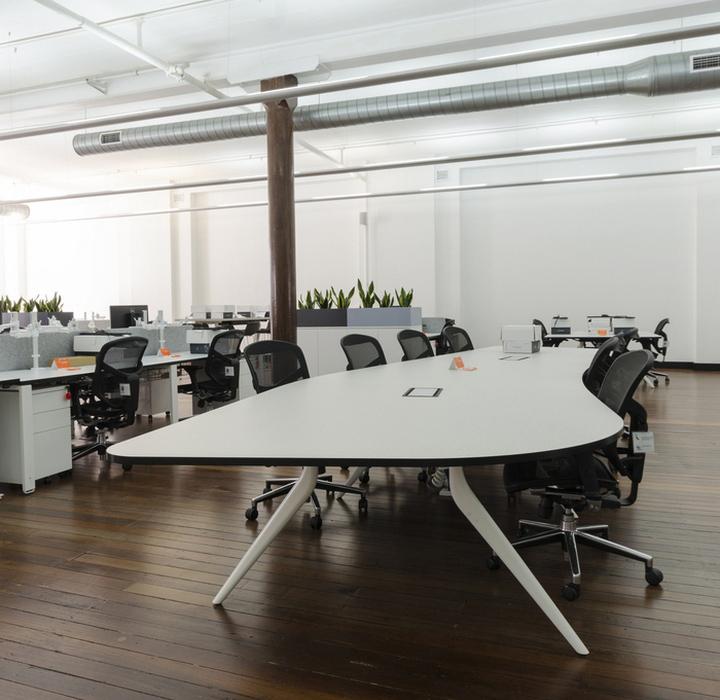 Оформление интерьера офиса Co-op: открытое пространство