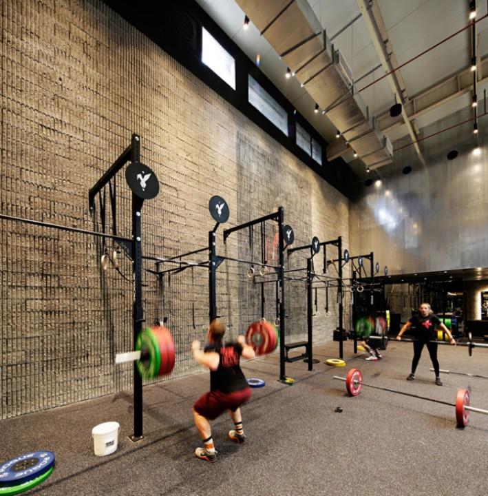Оформление фитнес клуба: стиль ретро проскальзывает в отделке